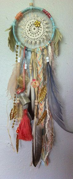 dream catcher by Rachael Rice Nice little BoHo look! Fun Crafts, Diy And Crafts, Arts And Crafts, Dreamcatchers, Dream Catcher Mobile, Mobiles, Wind Chimes, Craft Projects, Feather
