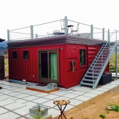 Love the rooftop, almost exactly how I imagine 35 Stunning Container House Plans Design Ideas - Googodecor Tiny House Cabin, Tiny House Living, Tiny House Plans, Tiny House Design, Building A Container Home, Container Buildings, Container Architecture, Shipping Container Home Designs, Container Design