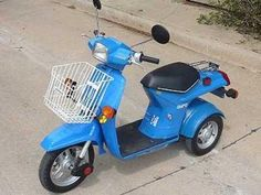 A resource on Honda's Gyro three wheeled scooters & sold from 1984 - These are some of the neatest and rarest scooters in North America. Honda Scooters, Honda Motors, Motor Scooters, Chopper, Triumph Motorcycles, Vespa Vintage, Scooter Wheels, Ducati, Mopar