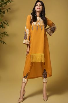 Mausummery Stitched Women Winter Dresses Designs Collection consists of embroidered stitched suits ready to wear shirts with trousers. Pakistani Fashion Party Wear, Pakistani Dresses Casual, Pakistani Dress Design, Pakistani Clothing, Designer Party Wear Dresses, Kurti Designs Party Wear, Indian Designer Outfits, Stylish Kurtis Design, Stylish Dress Designs