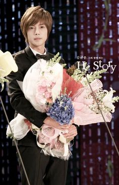 Kim Hyun Joong 김현중 ♡ wow look at all those bouquets ♡ Boys Over Flowers ♡ Kdrama ♡ Kpop ♡