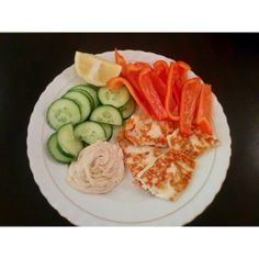 Too easy and so delicious! Halloumi, hummus, vegetables and squeeze of lemon YUM!