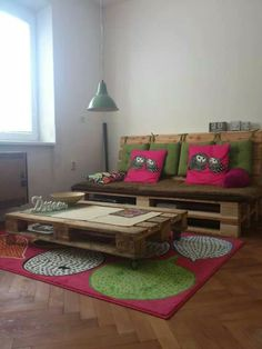 Pallet furniture with OWL accents!