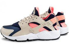 100% authentic 5ebf1 fe8fd Chaussures Nike Air Huarache Run W beige et rose vue extérieure