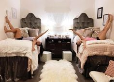 18 Amazing Coordinating Dorm Room Ideas - Society19
