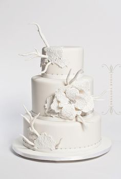 Daily Wedding Cake Inspiration (New!). To see more: http://www.modwedding.com/2014/07/25/daily-wedding-cake-inspiration-new-4/ #wedding #weddings #wedding_cake Featured Wedding Cake: Sugar Couture;
