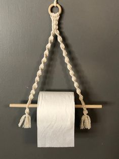 Macrame Wall Hanging Patterns, Macrame Plant Hangers, Macrame Art, Macrame Design, Macrame Projects, Macrame Knots, Macrame Patterns, Toilet Paper Roll Holder, Paper Roll Holders