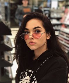 Maggie Lindemann//female, teen, young adult, dark hair, brown hair, long hair, brown eyes, white