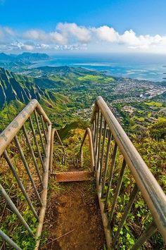 Haiku Stairs, Oahu, Hawaii can't wait to spartan trifecta with my boyfriend in Hawaii!!!