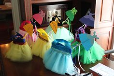 These would make great purses/ party favor bags.  Wonder if Mom can make them?  (Website has cute food ideas too!)