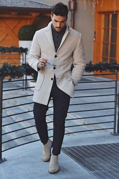Casual winter outfits men - When winter comes along it's simple to just throw a coat on a simple outfit and be carried out with that. Now, the moment. Business Mode, Business Casual Men, Men Casual, Men Fashion Casual, Womens Fashion, Trendy Fashion, Casual Winter Outfits, Winter Fashion Outfits, Autumn Fashion