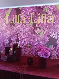 Florile au un farmec aparte nu numai datorită frumuseții și parfumului lor, ci mai ales emoțiilor și sentimentelor pe care le evocă. Recunoscut pentru valorificarea acestora în formulele sale, L'Erbolario lansează două noi game, menite să încânte simțurile, să trezească amintiri și să provoace sentimente de plăcere și relaxare. Lillà Lillà – În limbajul florilor, …
