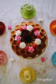 Tuvesyyohago: Bundt Cake de Frambuesas y Nueces de California