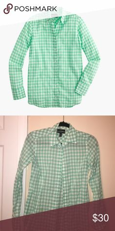 Jcrew button down Light weight gingham from jcrew. Very nice for the spring and summer. Size 000, but can fit a 00 as well J. Crew Tops Button Down Shirts