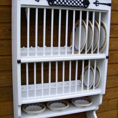 Wall mounted plate rack in classic kitchen | things to do around the ...