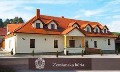 Zemiansky komfort v penzióne na Orave Mansions, House Styles, Home Decor, Decoration Home, Manor Houses, Room Decor, Villas, Mansion, Home Interior Design