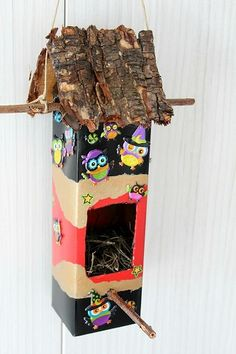 Milk Carton Birdhouse This milk carton birdhouse is so simple to make and decorate. Kids will love coming up with designs for birdhouses for their feathered friends. The post Milk Carton Birdhouse was featured on Fun Family Crafts. Milk Carton Crafts, Carton Diy, Birdhouse Craft, Birdhouse Designs, Birdhouses, Birdhouse Ideas, Homemade Bird Houses, Bird Houses Diy, Easy Crafts