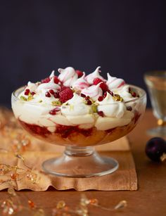 and Prosecco trifle Raspberry and Prosecco trifle - A boozy dessert perfect for a festive party season!Raspberry and Prosecco trifle - A boozy dessert perfect for a festive party season! Köstliche Desserts, Delicious Desserts, Dessert Recipes, Yummy Food, Jewish Desserts, Small Desserts, Chef Recipes, Health Desserts, Plated Desserts