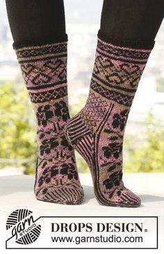 """Roses with Love - Knitted DROPS socks with pattern in """"Fabel"""". Size 35 - - Free pattern by DROPS Design Crochet Socks, Knitted Slippers, Knitting Socks, Knit Crochet, Knit Socks, Knitting Patterns Free, Knit Patterns, Free Knitting, Free Pattern"""