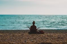How can breath work help you with anxiety and stay in the present moment? Check out this blog post from The Mind Clinic NZ to find out more. Bikram Yoga, Yoga Headstand, Cortisol, Führungskräfte Coaching, Meditation Hand Positions, Chronischer Stress, Stress Free, Moving Stress, Chronic Stress