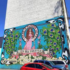 End MS Forever  Lydiaemily  551 NW Flanders St Portland OR  97209  Portland a une multitude de peintures murales la ville permet aux artistes de demander des permis pour pouvoir décorer des murs vides de la ville. Plusieurs associations aident les artistes à décrocher ces permis qui leur permet aussi d'avoir leur travail plus ou moins protégés.  Je vous fait découvrir chaque semaine une ou plusieurs nouvelles fresques que vous pourrez découvrir en venant visiter Portland! Découvrez une carte…