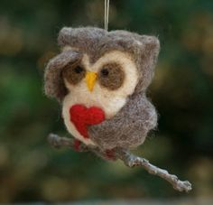 (via Needle Felted Owl Ornament Searching with Heart by scratchcraft  )