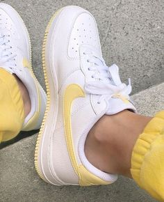 Zapatillas Nike Air Force, Nike Af1, Souliers Nike, Sneakers Fashion, Shoes Sneakers, Yellow Sneakers, Yellow Shoes, Shoes Men, Nike Women Sneakers