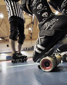 How to take great roller derby photos - authored and photos by a guy local to central IL!