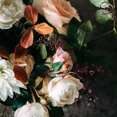 From yesterday's shoot with @lovejuneweddingdesign. #florals by #lovejuneweddingdesign #hääkuvaaja #fallwedding