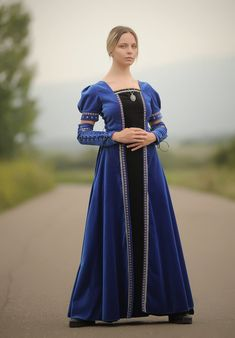 Royal blue medieval in 1 medieval dress/Fantasy costume Medieval Fashion, Medieval Dress, Medieval Fantasy, Nurse Costume, T Dress, Royal Dresses, Rock, Color Combinations, Royal Blue
