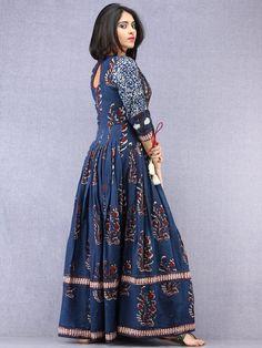 37 Best ideas for womens dress long style Kurta Designs Women, Blouse Designs, Printed Kurti Designs, Kalamkari Dresses, Gown Party Wear, Cotton Gowns, Long Dress Design, Frock For Women, Frock Fashion