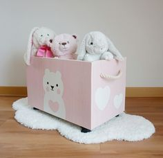 holzkiste-fur-das-kinderzimmer-fur-mehr-ordnung-spielzeugkiste-in-pink-pink-wo/ - The world's most private search engine Diy Wooden Projects, Wooden Diy, Wood Crafts, Nursery Wall Decor, Baby Room Decor, Girl Nursery, Deco Baby Shower, Cardboard Christmas Tree, Wooden Toy Boxes