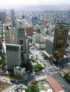 Plaza Venezuela: a la izquierda Torre La Previsora y a la derecha la Torre Lincoln y la Torre Domus