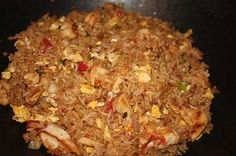 Looks delish! Thai fried rice gets it's unique flavor from the fish sauce, soy sauce and chili peppers. The jasmine rice is a must! Rice Recipes, Asian Recipes, Chicken Recipes, Cooking Recipes, Healthy Recipes, Arabic Recipes, Healthy Breakfasts, Thai Recipes, Healthy Foods