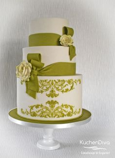 I'm in love with white and green... by KuchenDiva - http://cakesdecor.com/cakes/262321-i-m-in-love-with-white-and-green