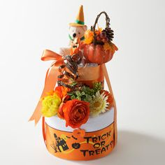 Halloween diaper cake w/aden+anais muslin swaddle | www.pannolini.jp #baby shower