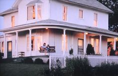 Blog post at Housekaboodle : The Field of Dreams movie house sold in October of 2011. It was listed for 5.4 million and the sold price is undisclosed. Who doesn't re[..].