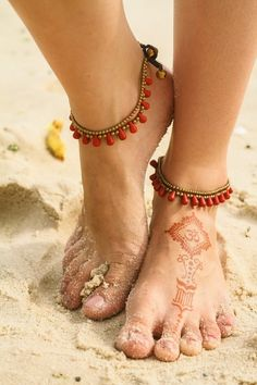 How To Make Your Own Ankle Bracelet – It Begins With Proper Measurement Beaded Anklets, Anklet Jewelry, Anklet Bracelet, Bracelets, Beaded Jewelry, Ankle Chain, Bijoux Diy, Bare Foot Sandals, Diy Accessories
