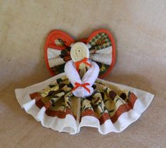 This little fall kitchen angel is made from a standard size dish towel, dishcloth and potholder decorated in a sunflower/fall print.  Hang it on the wall or wreath, give as a gift.