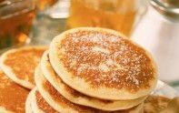 PANCAKES .Ingrédients: 2 œufs,  50 g de beurre,   35 cl de lait écrémé,  300 g de farine,  50 g de sucre en poudre,  2 sachets de levure chimique (20g),  huile.