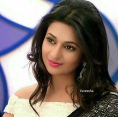 Beautiful Gorgeous Love you My Beautiful Mom Divyanka Hindi Actress, Actress Pics, Indian Tv Actress, Beautiful Indian Actress, Hairstyles For Gowns, Indian Look, Ethnic Looks, Bollywood Girls, Beautiful Gorgeous