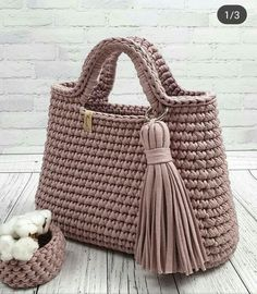 Brown crochet bag to share with friends. What a show. Free Crochet Bag, Crochet Market Bag, Crochet Tote, Crochet Handbags, Crochet Purses, Knit Crochet, Diy Crafts Knitting, Diy Crafts Crochet, Crochet Bag Tutorials