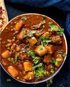 Aloo Matar (Vegan Potatoes and Peas in Tomato Curry)