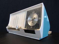 VINTAGE OLD 1950s PHILCO MID CENTURY RETRO JETSONS BAKELITE CLOCK TUBE RADIO