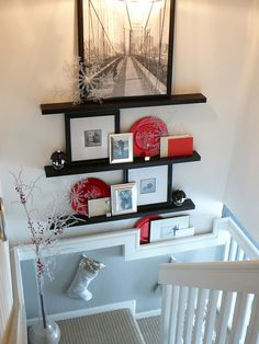 THE HALLS & STAIRWAY WALLS! photo frames, I love the contrast of the red plates (which could be switched out for the season)photo frames, I love the contrast of the red plates (which could be switched out for the season) Long Floating Shelves, Floating Shelves Bedroom, Floating Shelves Kitchen, Ikea Shelves, Shelving, Stair Landing Decor, Staircase Landing, Staircase Storage, Stairway Decorating