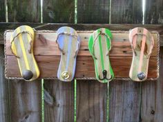 Thong (flip flop) towel holder made from wood and rope. cute for next to a pool… - pool decor Towel Rack Pool, Pool Towels, Towel Hooks, Hat Hooks, Piscina Pallet, Pallet Pool, Diy Pallet, Pallet Ideas, Pool House Decor