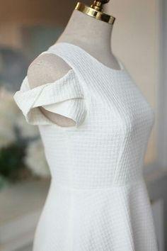 fin ärm detalj Kurti Sleeves Design, Sleeves Designs For Dresses, Fancy Blouse Designs, Blouse Neck Designs, Sleeve Designs, Dresses With Sleeves, Cap Sleeves, Fashion Sewing, Diy Fashion