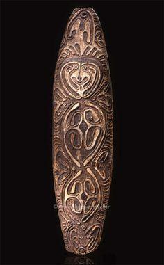 Planche anthropomorphe, Mélanésie, PNG, Golfe de Papouasie, région de la rivière Era | Arts de Nouvelle-Guinée - Les Musées Barbier-Mueller