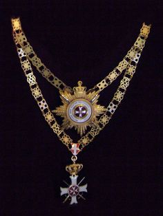 Breast Star and Collar with Swords of the Order pro Merito Melitensi (Military Class), awarded only to Heads of State. #OrderofMalta #SMOM #proMeritoMelitensi