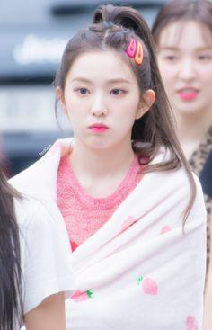Red Velvet アイリーン, Red Velvet Seulgi, Red Velvet Irene, Red Velvet Photoshoot, Kpop Hair, Cute Korean Girl, Swagg, Girl Crushes, Kpop Girls